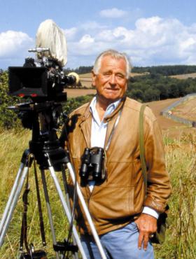 Das tut gut: Naturfilmer Heinz Sielmann bei Dreharbeiten an der deutsch-deutschen Grenze, 1988. Heute ist der Todesstreifen ein Paradies für die Natur, dank vieler Testamentsspenden. Die Heinz Sielmann Stiftung ist Mitglied der Initiative