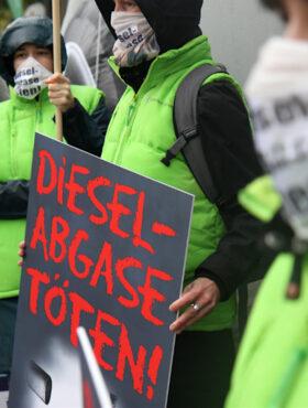 Das tut gut: Aktivisten der Deutschen Umwelthilfe demonstrieren vor der IAA für saubere Luft. Für das Engagement in der Mainmetropole erhielt die DUH nun den Frankfurter Umweltpreis. Die Deutsche Umwelthilfe ist Mitglied der Initiative
