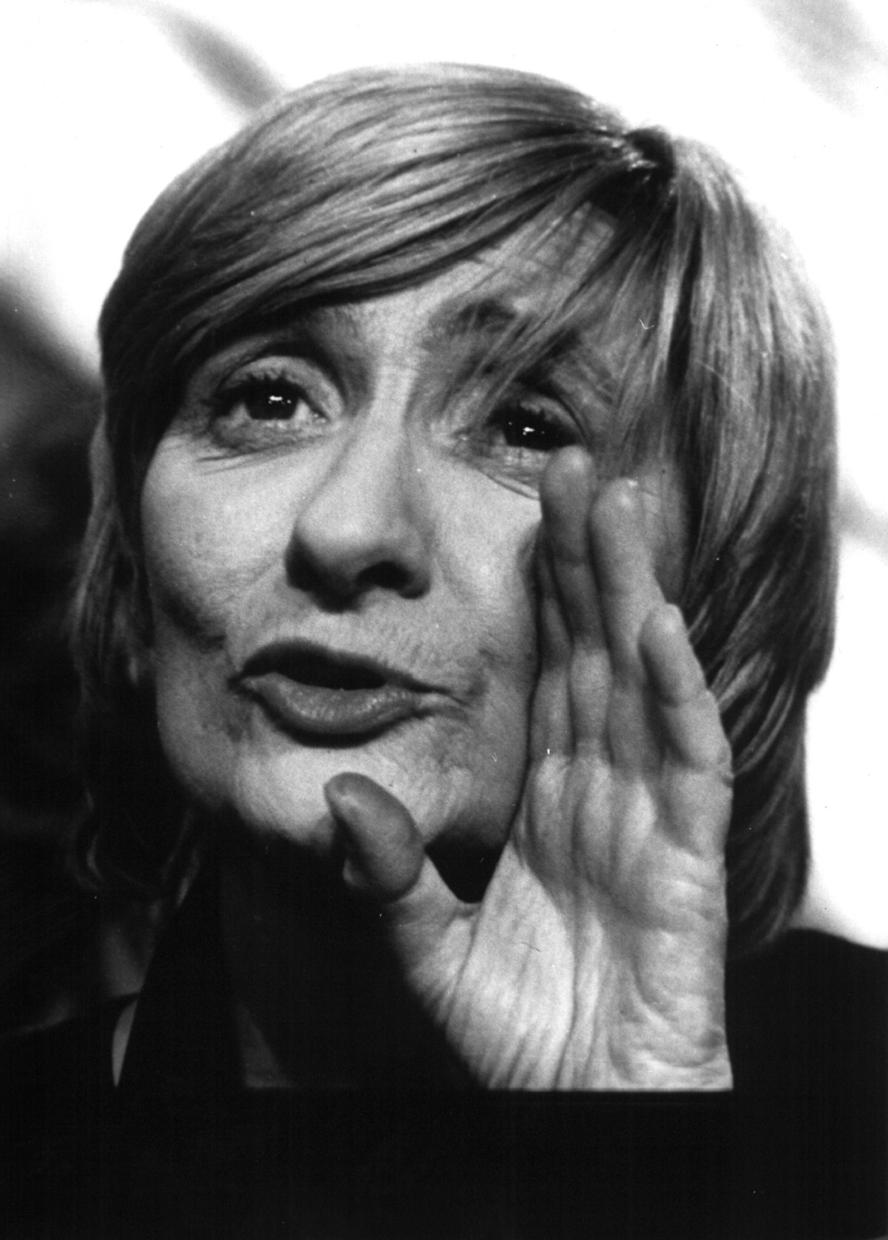 Zitat: Porträtfoto der französischen Schriftstellerin Françoise Sagan, 1987. Prinzip Apfelbaum – Magazin über das, was bleibt. Ausgabe: Wandel. Foto: picture alliance / dpa