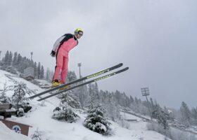 Der 74-jährge Skispringer Jan Willy Oskal tritt 2019 bei der Weltmeisterschaft der Skisprung-Veteranen Vikersund, Norwegen an. Wir brauchen Mut, um nach eigenen Vorstellungen zu leben, um aufzustehen und einzuschreiten.
