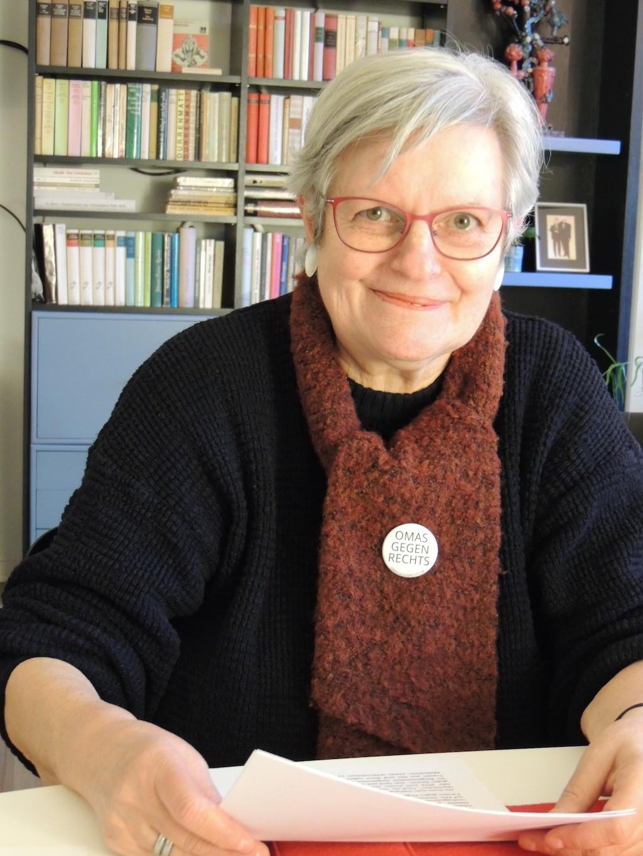 Die Erfurterin Gabriele Wölke-Rebhan an ihrem Schreibtisch: Sie will nicht stumm zuschauen, sondern handeln.