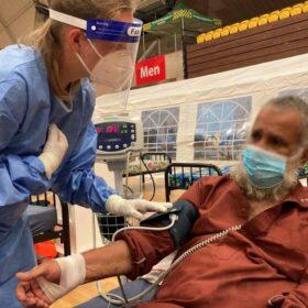Patient in Papua Neuguinea. Die Johanniter Auslandshilfe versorgt COVID-19-Patienten, auch dank Testamentsspenden.
