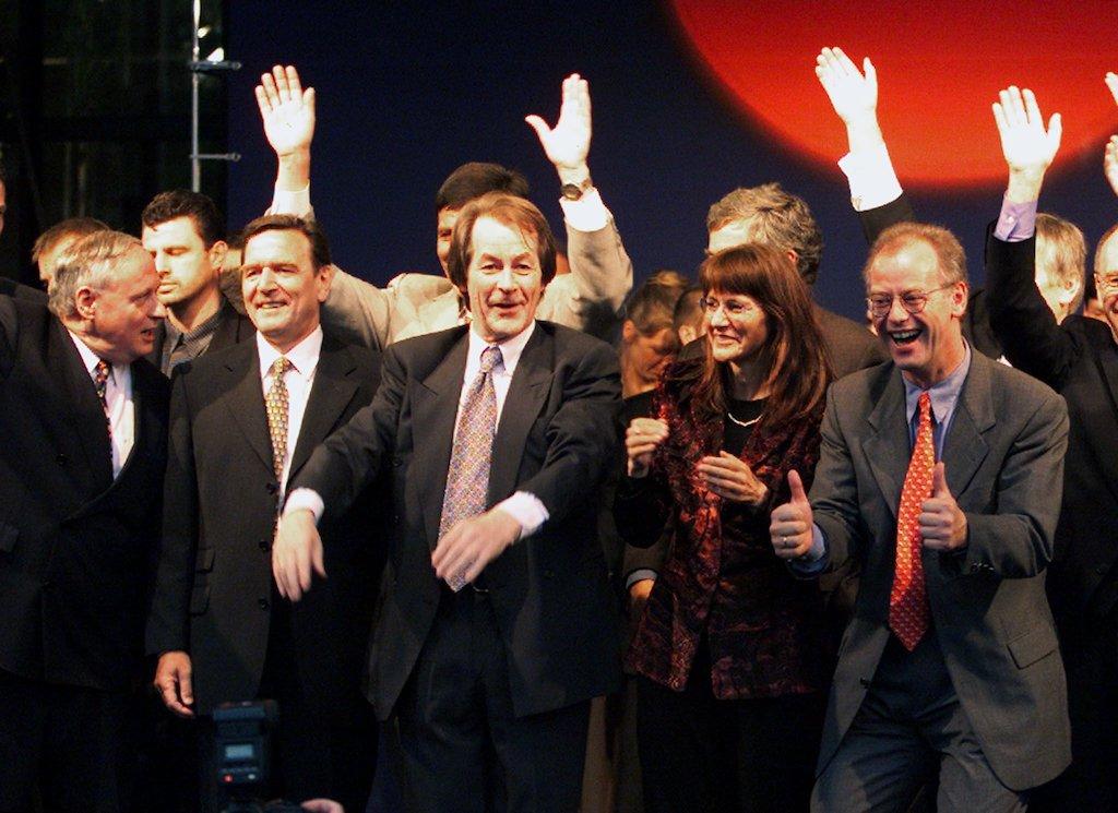 Die SPD-Spitze jubelt am Abend der Bundestagswahl 1998 – Im Leben erfahren wir Erfolge ebenso wie Scheitern.