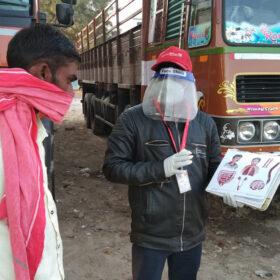 Die Deutsche Lepra- und Tuberkulosehilfe behandelt in Indien an Tuberkulose erkrankte LKW-Fahrer, auch dank Nachlassspenden.