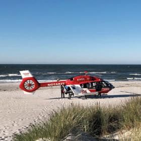 Einsatz der DRF Luftrettung am Strand, finanziert u.a. durch Testamentsspenden.